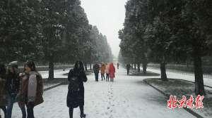 北京迎首场春雪 5条公交采取临时措施
