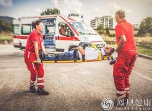 北京:救护车送病人须兼顾患者及家属意愿